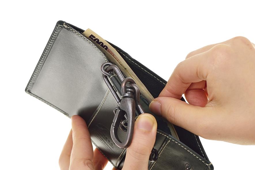 b9f9bac9f859 ポケット中央部分は、一般的なカードサイズになっているのでETCカードやICカード等の併用も可能。 シチュエーションに合わせて便利にお使いいただけます。